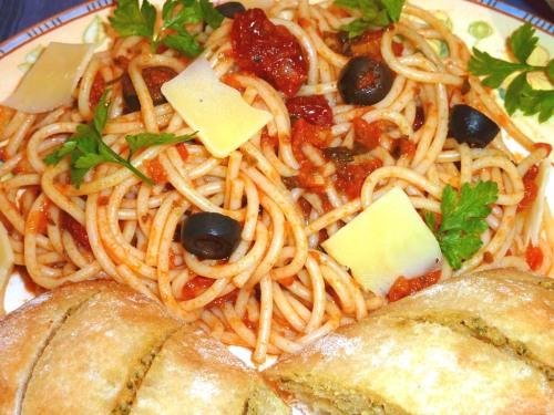 Tomato and Black Olive Spagetti